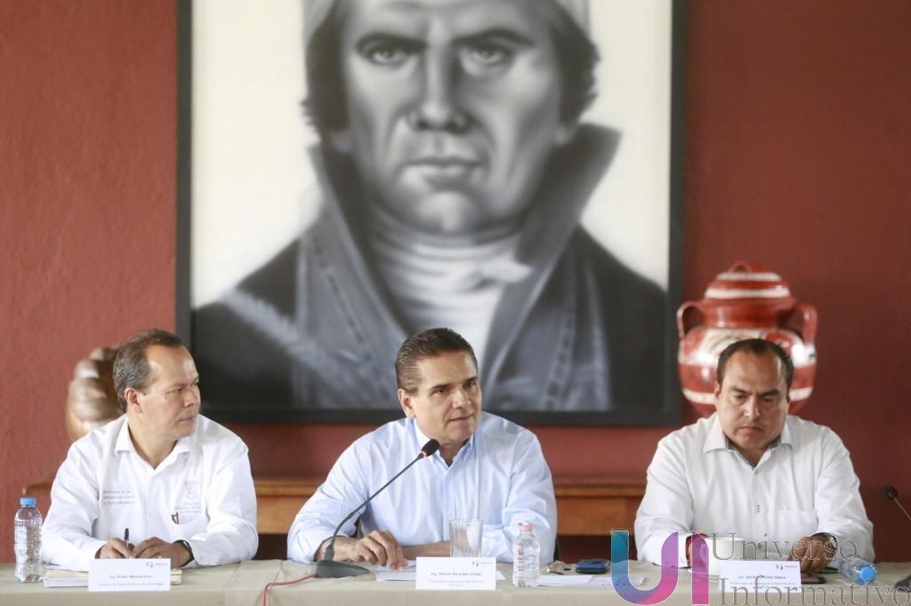 Construye Gobernador alternativas para continuar apoyos al campo michoacano