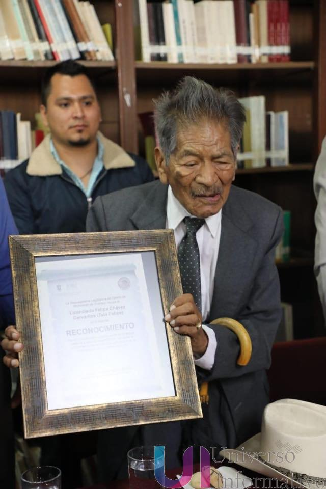 "*Recibe Biblioteca Pública Central ""Francisco J Múgica"", acervo bibliográfico del escritor ""Tata Felipe""*"