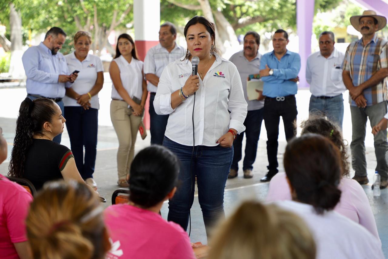 Entrega Palabra de Mujer, crédito 10 mil de la Región Apatzingán