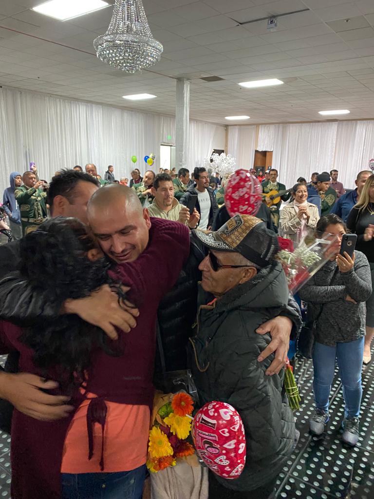 Se reúnen 91 Palomas Mensajeras de Apatzingán, con sus seres queridos en California