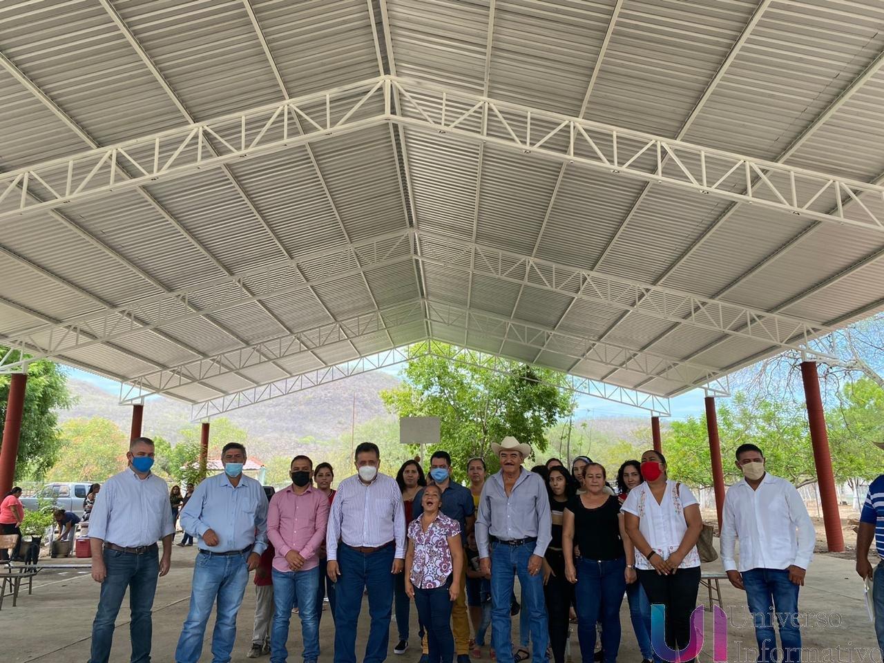 José Luis Cruz inaugura techumbre en telesecundaria de Guanajuatillo